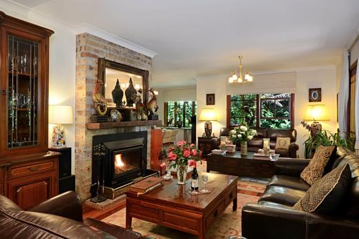 The guest lounge room at Bellawongarah